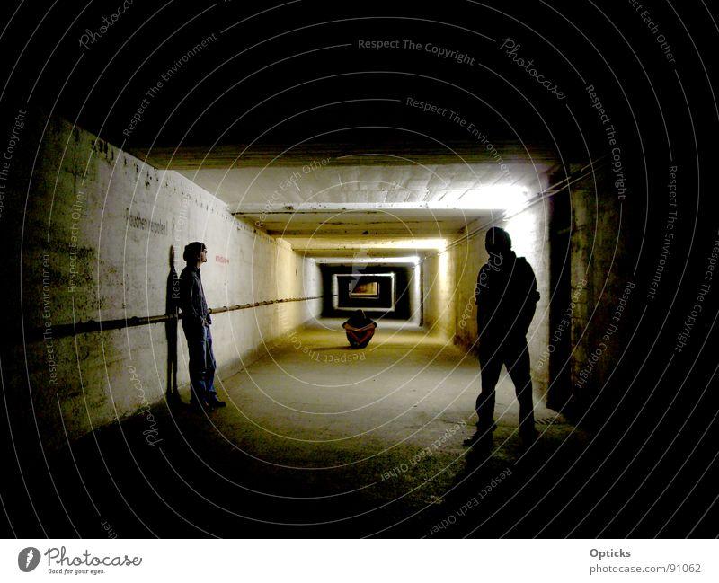tunnelblick Tunnel dunkel Licht Denken Keller Notausgang Mann Schatten Mensch Ferne Gang