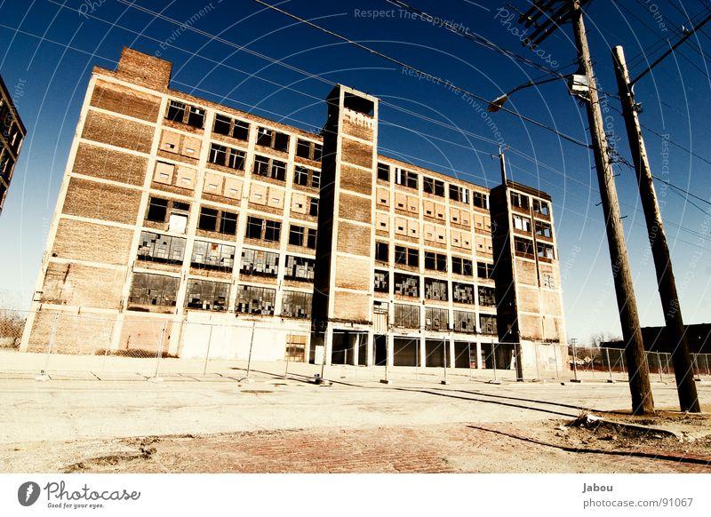 LOST IN PROGRESS - Cleveland Factory Einsamkeit Straße orange Fabrik verfallen Amerika kupfer Ohio Cleveland