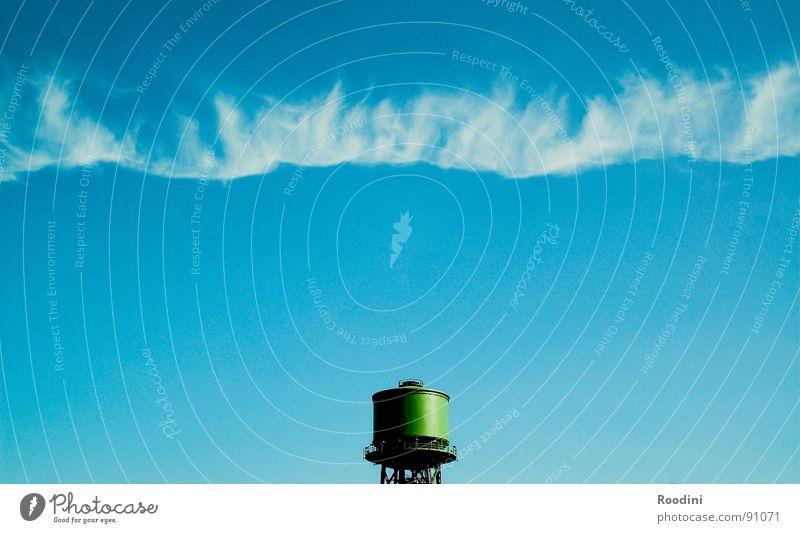 borderline Wolken Luft Wasserturm Zeit Unendlichkeit Ferne stagnierend kondensieren Sommer Horizont Strahlung Ozonschicht Grenze Industrie Himmel Erde Freiheit