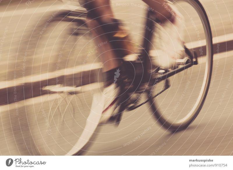 tour de doping Ferien & Urlaub & Reisen Sportler Sportveranstaltung fixie fixed gear Rennrad retro altehrwürdig maskulin Beine Fuß einzigartig Kette Rad