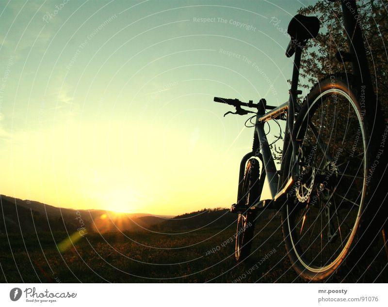 cannon in the sunset Natur Ferien & Urlaub & Reisen Sommer Sonne Einsamkeit Landschaft Wärme Gras springen Fahrrad Freizeit & Hobby dreckig groß Ausflug Technik & Technologie Romantik