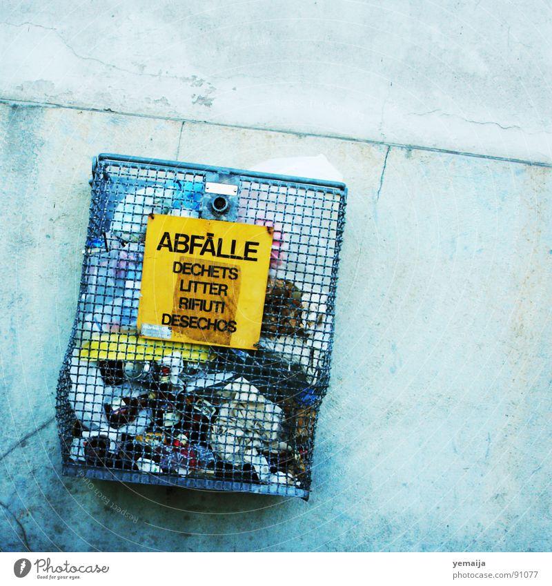 Ab(ge)fälle blau gelb Wand Mauer offen Schilder & Markierungen Schriftzeichen verrückt Beton Buchstaben Italien Müll Frankreich trashig Gitter Rest