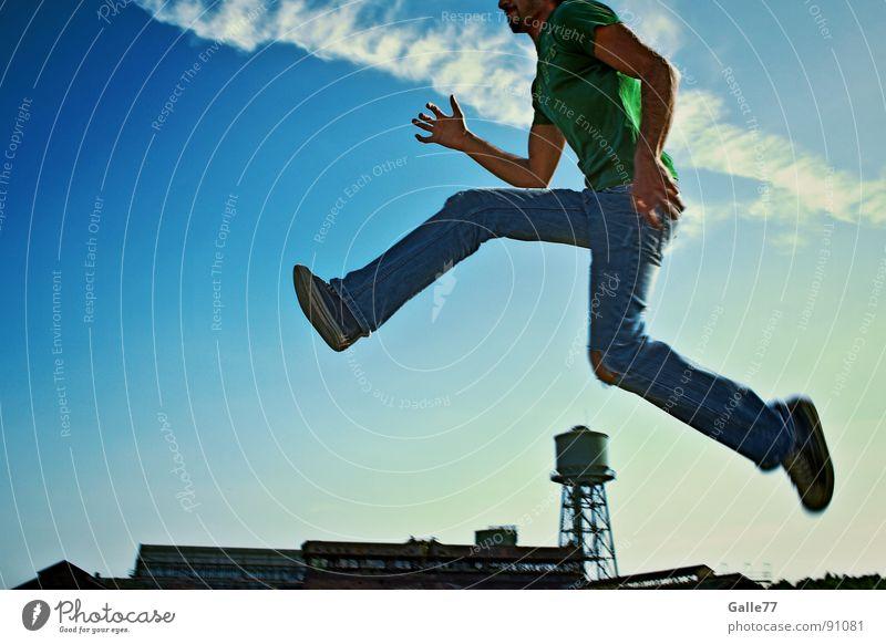 Hürdenlauf eines Giganten springen Sommer Leben genießen Unbekümmertheit Schwerelosigkeit Spielen sprughaft Sonne Freude lachen frei Freiheit Perspektive
