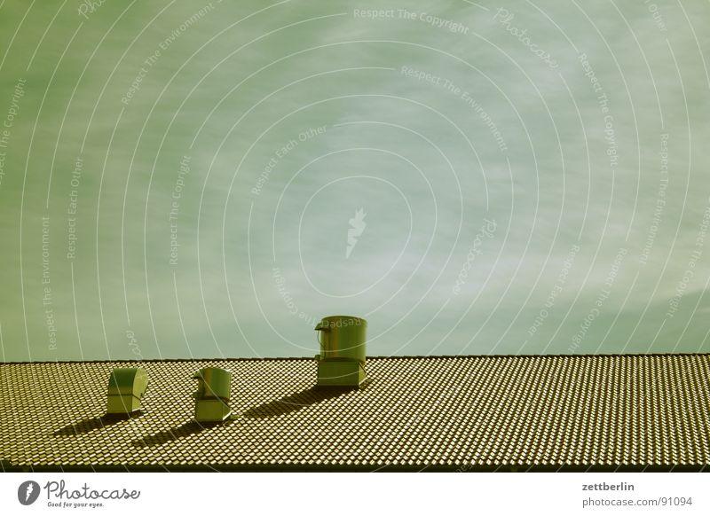 Drei 3 Trinity College ungeheuerlich Schornstein Belüftung Lüftung Abluft Klimawandel Umwelt Umweltschutz Ozon Ozonloch Schleier Cirrus Schlagschatten Dach