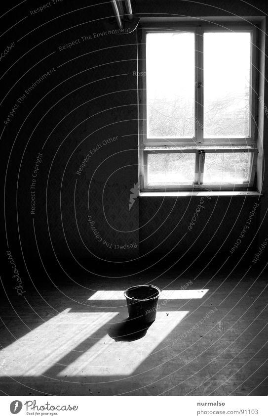 Eckig scheint auf Rund alt Haus Fenster Stimmung Raum Eimer