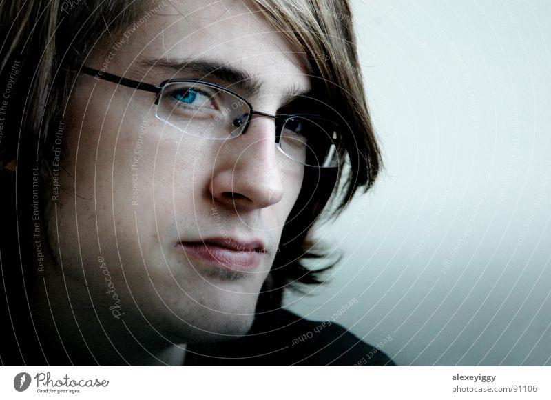 Kontraste Mensch Denken Brille Porträt Haare & Frisuren kalt Design Hintergrundbild Konstruktion Bart Mann Konzentration Vertrauen Blick Auge blau Gesicht Linse