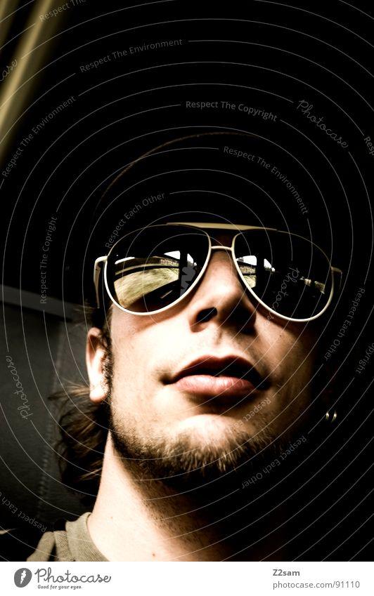 in the train II Eisenbahn Ferien & Urlaub & Reisen unterwegs fahren Gleise Mann Sonnenbrille Baseballmütze Bart maskulin Licht Sonnenstrahlen Streifen Muster