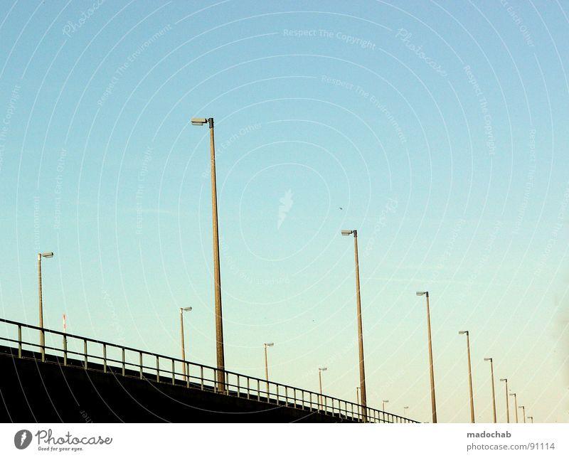 KONKURRENZ Himmel Stein Lampe Linie Kraft Energiewirtschaft Beton Elektrizität Brücke Sicherheit Turm Kommunizieren Klarheit Industriefotografie Schönes Wetter Kontakt