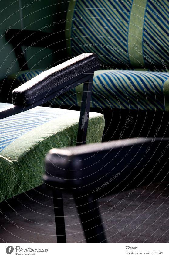 train impressions II Eisenbahn fahren Gleise Sitzgelegenheit Gepäck Gepäckablage Naht Leder Kunstleder abstrakt graphisch einfach glänzend grün Mitte Ecke Dinge