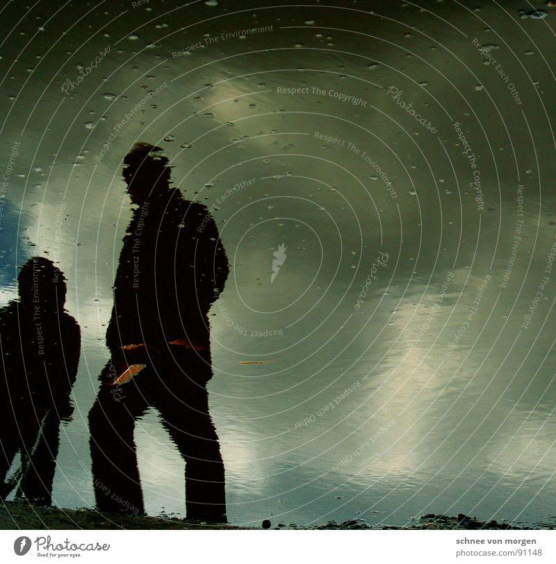ele|men|tar|ge|stal|ten Wolken schwarz Holz Wasser Mensch Schatten Teile u. Stücke blau