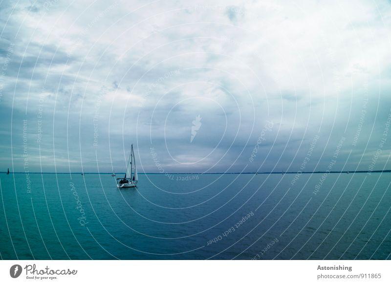 Boot am Balaton Umwelt Natur Wasser Himmel Wolken Horizont Sommer Wetter Unwetter Seeufer Plattensee Ungarn Verkehr Schifffahrt Bootsfahrt Segelboot An Bord