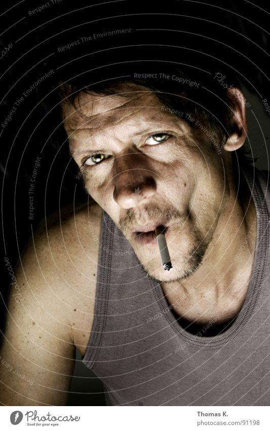 Rauchen kann Ihren Ausdruck verändern. Hand Kopf Brand Rauchen Rauch Zigarette Verbote Feuerzeug anzünden entzünden