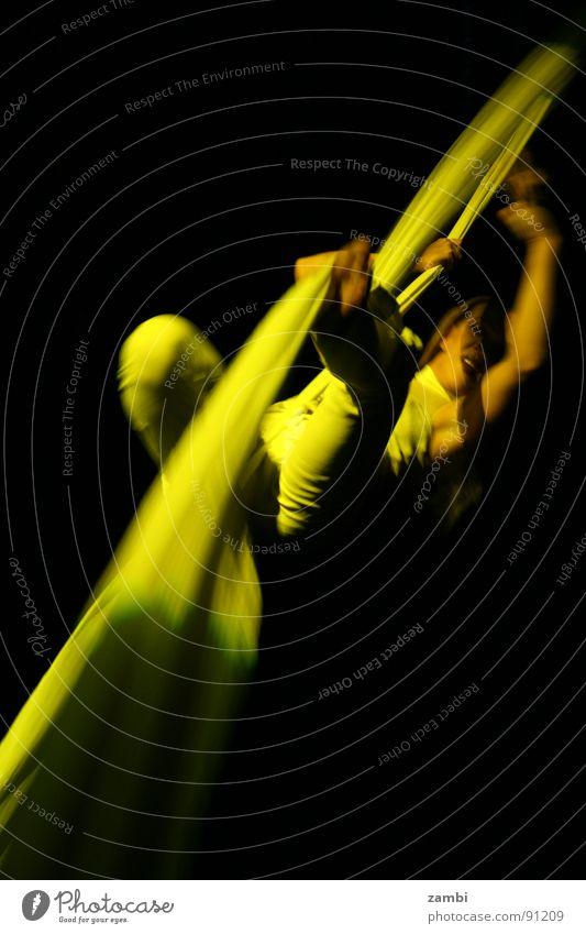 SeilTanz Artist gelb Frau beweglich aufregend gelenkig Zirkus Show Veranstaltung Sensation Ereignisse Innenaufnahme Nachtaufnahme Langzeitbelichtung