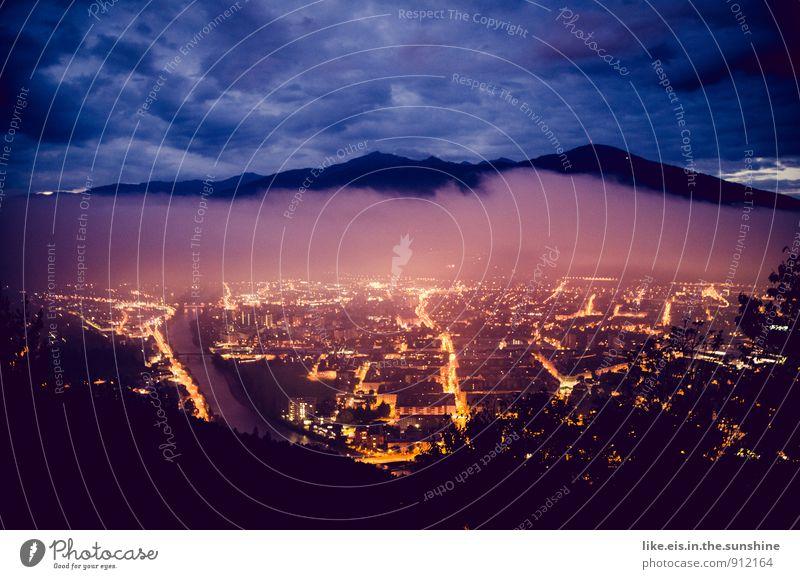 Guten morgen, Innsbruck Umwelt Natur Landschaft Ferne Berge u. Gebirge Alpen Tal Stadt Licht Straßenbeleuchtung Farbfoto Außenaufnahme Menschenleer Morgen