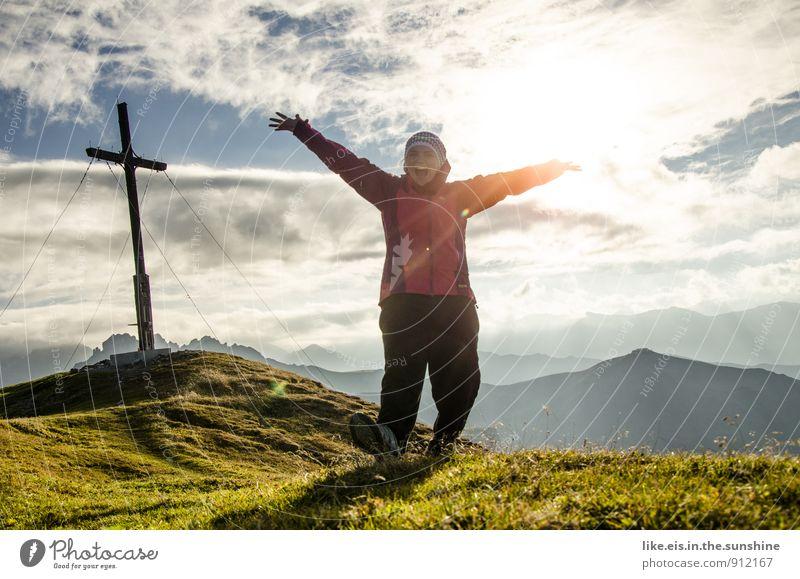 Höhenluft macht glücklich. Frau Natur Ferien & Urlaub & Reisen Jugendliche Sommer Junge Frau Landschaft Freude Ferne Umwelt Berge u. Gebirge Erwachsene Leben feminin Sport Glück