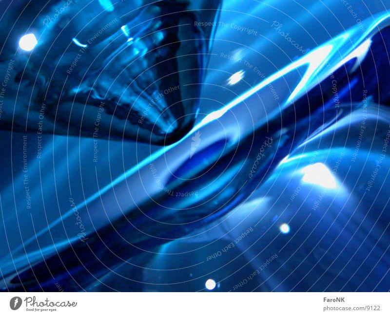 Glasboden Wasserglas Makroaufnahme Nahaufnahme blau