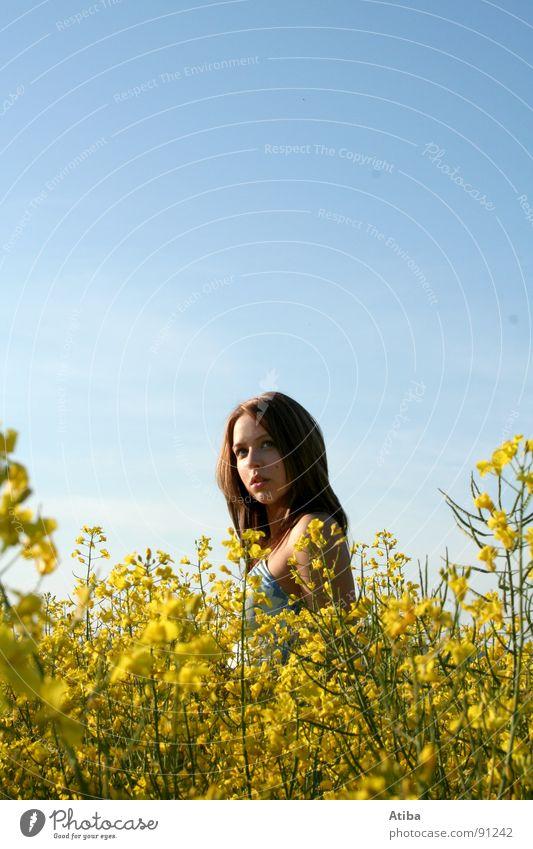 das mädl aus dem raps Frau Himmel Sommer Wolken gelb Farbe feminin Feld Kleid Landwirtschaft Schönes Wetter Raps Porträt