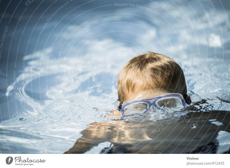 blubb blubb tauchen Schwimmbad blau Freude Schwimmen & Baden Schnorcheln Taucherbrile Sonnenlicht Blick in die Kamera