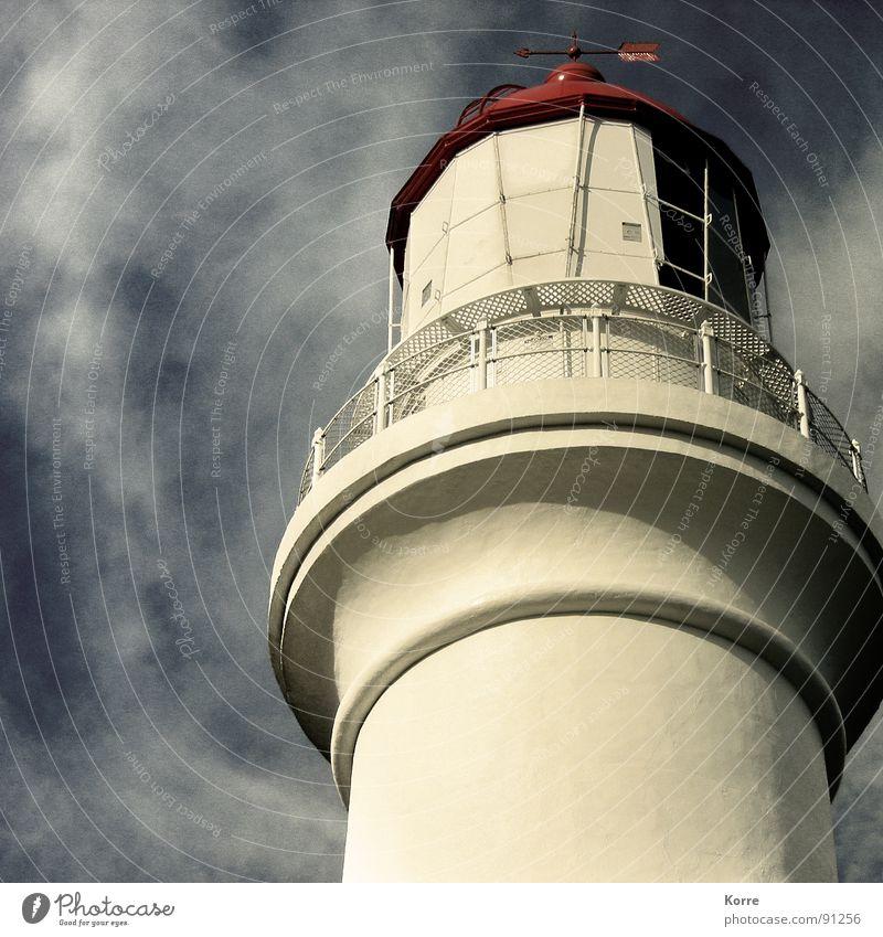 Der Turm am Meer IV Farbfoto Außenaufnahme Nahaufnahme Menschenleer Textfreiraum links Abend Froschperspektive Ferne Freiheit Himmel Wolken Wind Küste