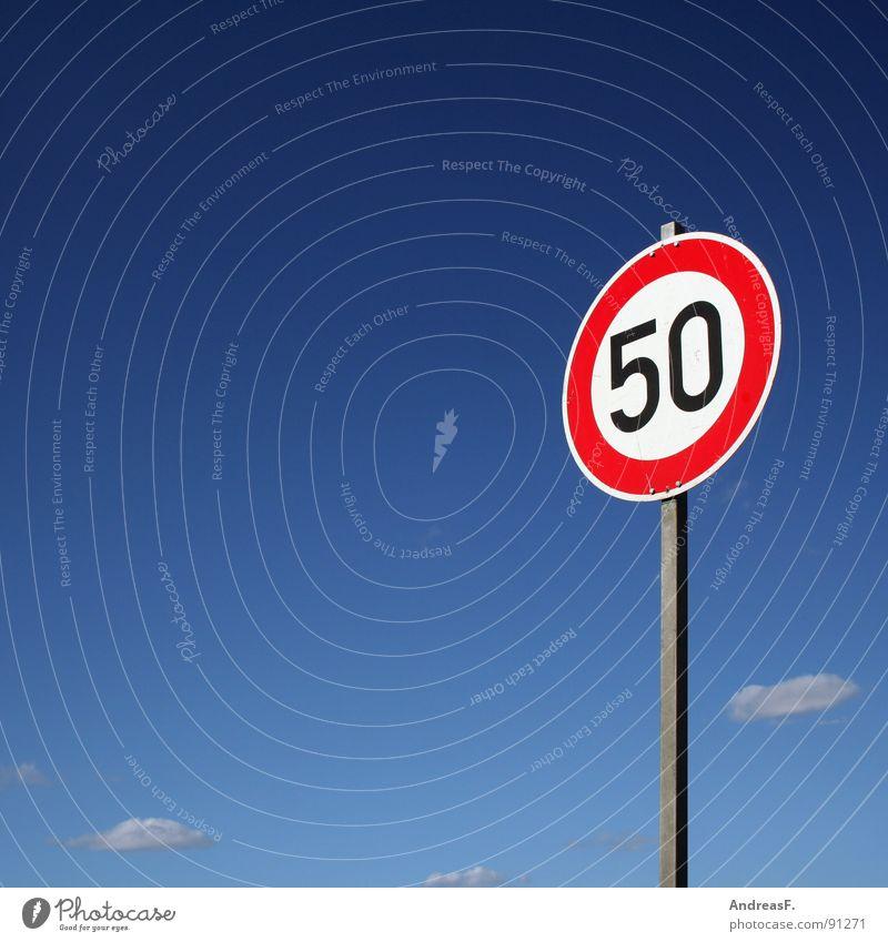 Fünfzig Himmel rot Schilder & Markierungen Verkehr Geschwindigkeit Ziffern & Zahlen Zeichen Symbole & Metaphern 50 Jubiläum Verkehrsschild Cottbus Straßennamenschild Geschwindigkeitsbegrenzung