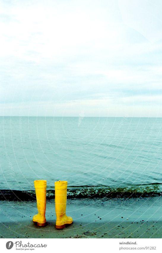 long gone Wasser Himmel Meer blau Strand Wolken Einsamkeit gelb träumen Traurigkeit Wege & Pfade See Sand Wellen Küste gehen