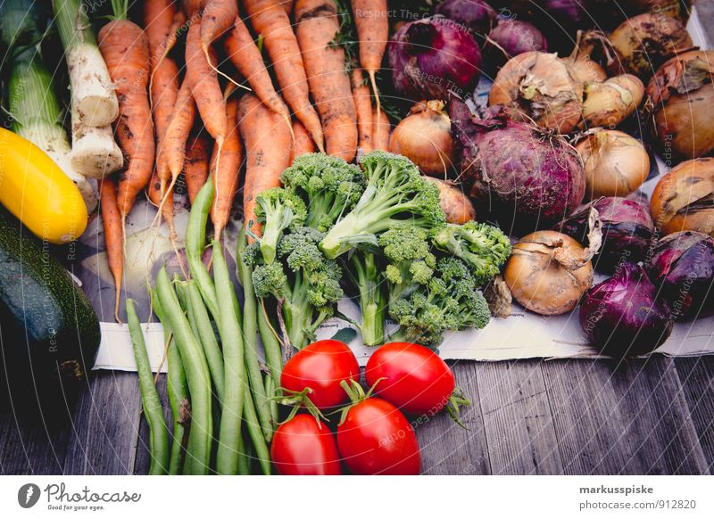 selbstversorgung ernte Lebensmittel Gemüse Tomate Bohnen Zwiebel Möhre Brokkoli Zucchini Lauchgemüse Ernte anbauen selbstversorger urban gardening frei