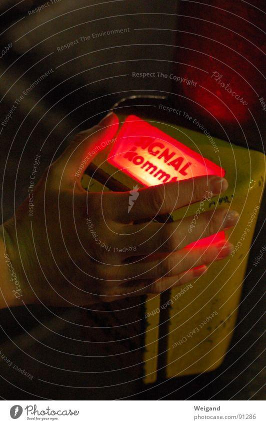 Signal kommt Hand dunkel Leben Deutschland modern Schriftzeichen Beginn warten Aussicht Zeichen Hoffnung Buchstaben Konzentration Gott Gebet Erwartung