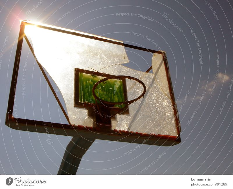 don't stop playing II Himmel Sonne Sommer Sport Spielen Wärme Freizeit & Hobby kaputt Ziel Ball Physik Wut gebrochen Zerstörung werfen Korb
