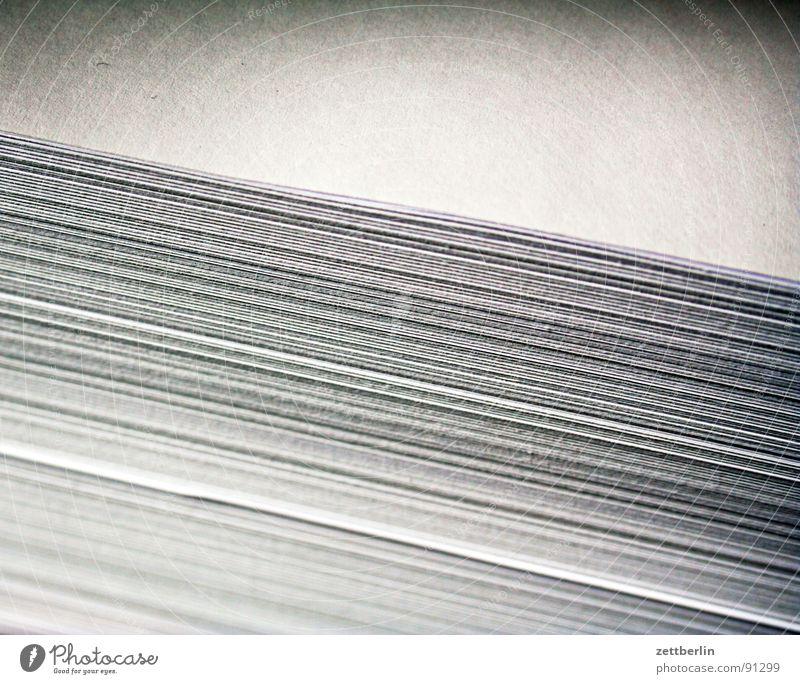 Papier zur Nacht Buch Papier schreiben Grafik u. Illustration Schreibwaren Zettel Stapel Druck Haufen Roman Büroangestellte Drucker