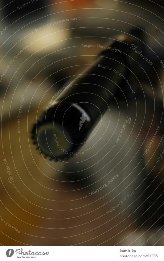 mikrofonieren Mikrofon sprechen Tonband analog Werkstatt Sprechgesang Hiphop Dinge singen Gesang Konzert Musik beobachten Digitalfotografie record play