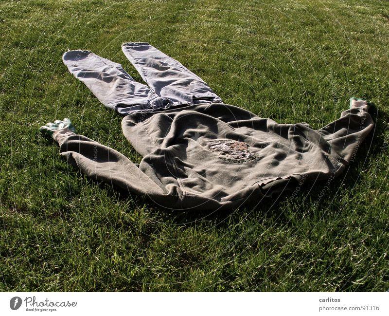 völlig platt von der Gartenarbeit Schrebergarten Rasenmäher Arbeitsbekleidung lüften Müdigkeit kaputt Freizeit & Hobby Start in die Gartensaison