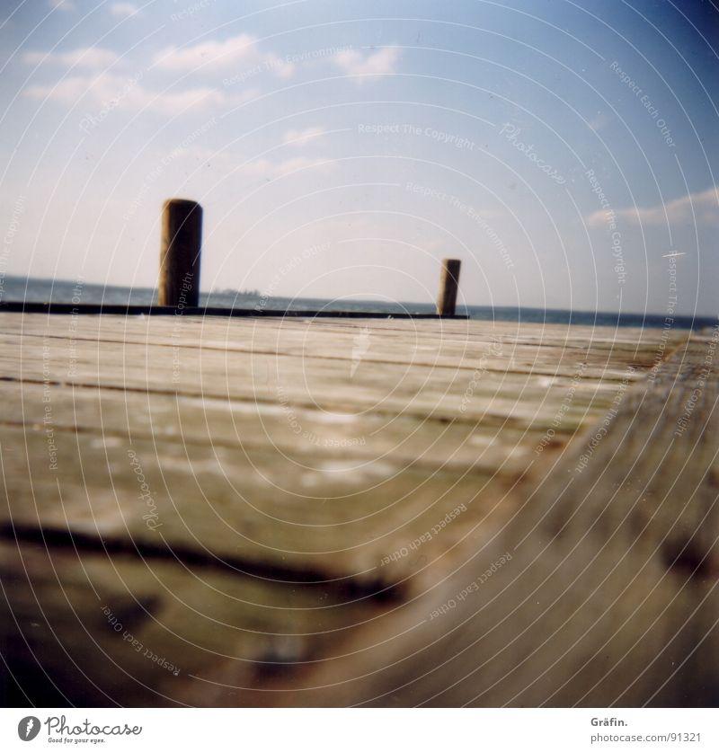 Übers Wasser laufen Himmel Sommer ruhig Wolken Erholung Holz Wasserfahrzeug Vogel Steg Holzbrett Möwe Holga Pfosten Hannover Schiffsplanken