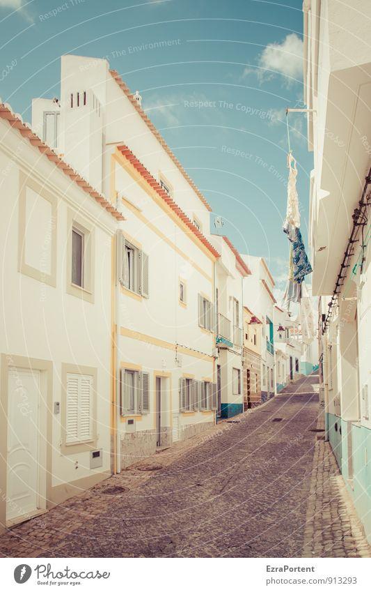 rua Himmel Ferien & Urlaub & Reisen blau Stadt schön Farbe weiß Sommer Wolken Haus Fenster Wand Leben Straße Architektur Wege & Pfade