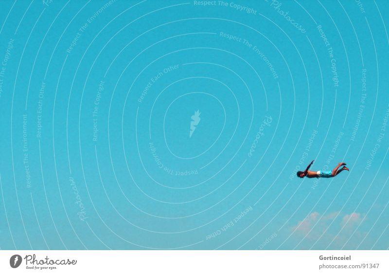 Freedom II Freude Freizeit & Hobby Sommer Sommerurlaub Mensch Junger Mann Jugendliche Erwachsene Himmel Badehose fliegen springen sportlich blau Kraft Mut