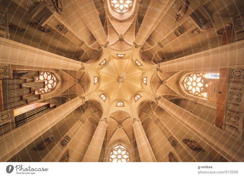 Symmetrie Kirche Bauwerk Gebäude Dach ästhetisch groß historisch hoch gelb Decke Gewölbe Farbfoto Innenaufnahme Menschenleer Tag Starke Tiefenschärfe