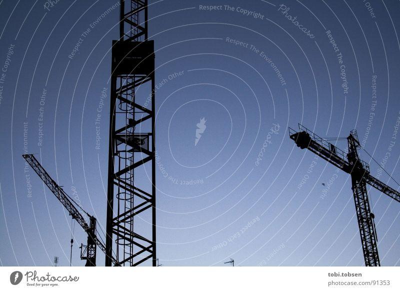 ..:: Feierabend ::.. Nacht Kran Gegenlicht ruhig Stahl Valencia Spanien Industrie blau Himmel