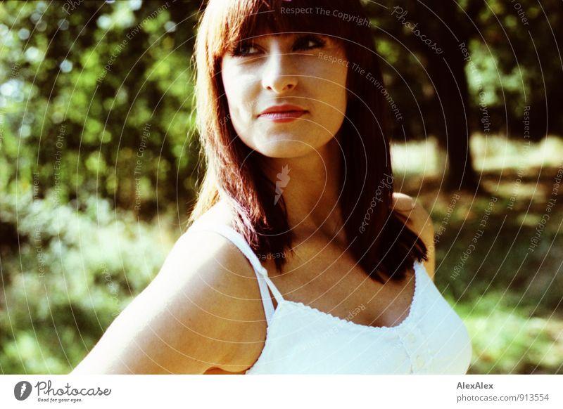 Portrait Natur Jugendliche schön weiß Sommer Baum Junge Frau Landschaft 18-30 Jahre Erwachsene Gesicht feminin Sträucher stehen ästhetisch Fröhlichkeit