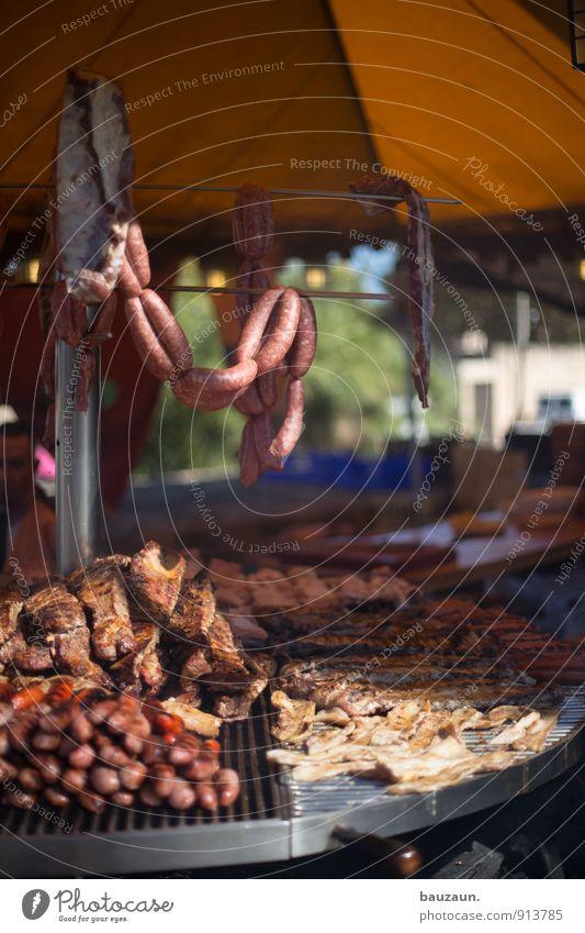 du würstchen. Lebensmittel Fleisch Fisch Meeresfrüchte Ernährung Essen Büffet Brunch Grillen Feste & Feiern Jahrmarkt Dorf Kleinstadt Stadt Platz Marktplatz