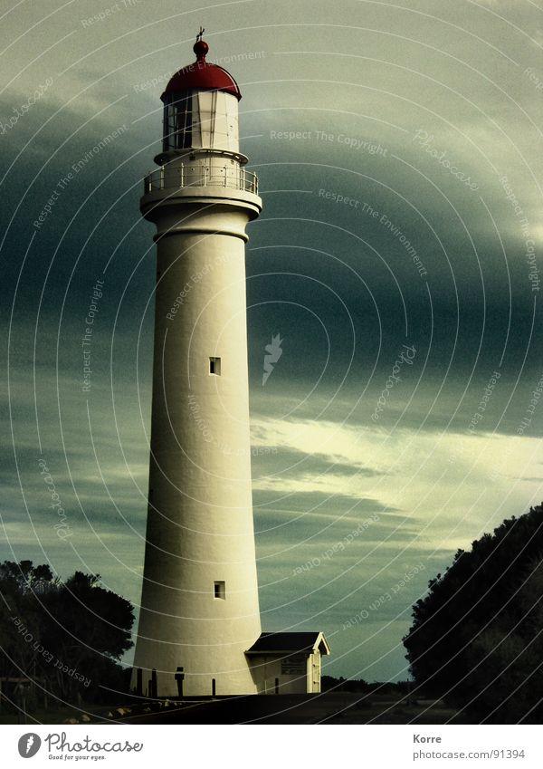 Der Turm am Meer V Himmel Meer Wolken Ferne Freiheit Küste hoch rund Niveau Aussicht Turm Schifffahrt Leuchtturm Australien Abenddämmerung Wegweiser