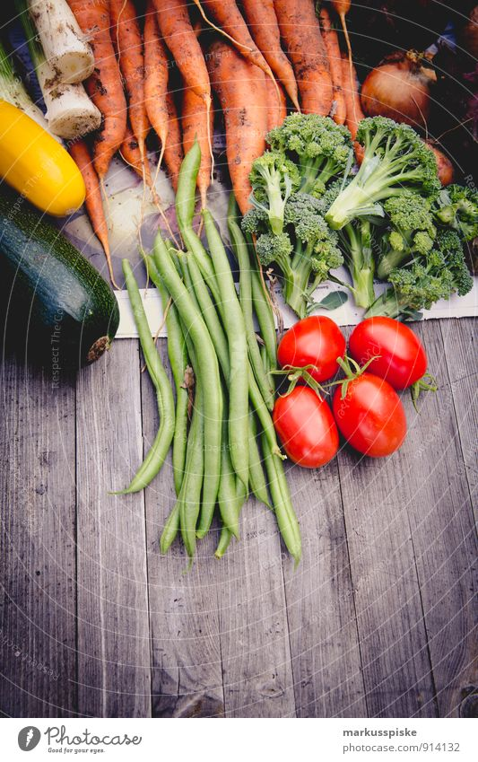selbstversorgung ernte Lebensmittel Gemüse Bohnen Brokkoli Möhre Zwiebel Lauchgemüse Zucchini Ernte urban gardening frei Lifestyle Reichtum Gesundheit