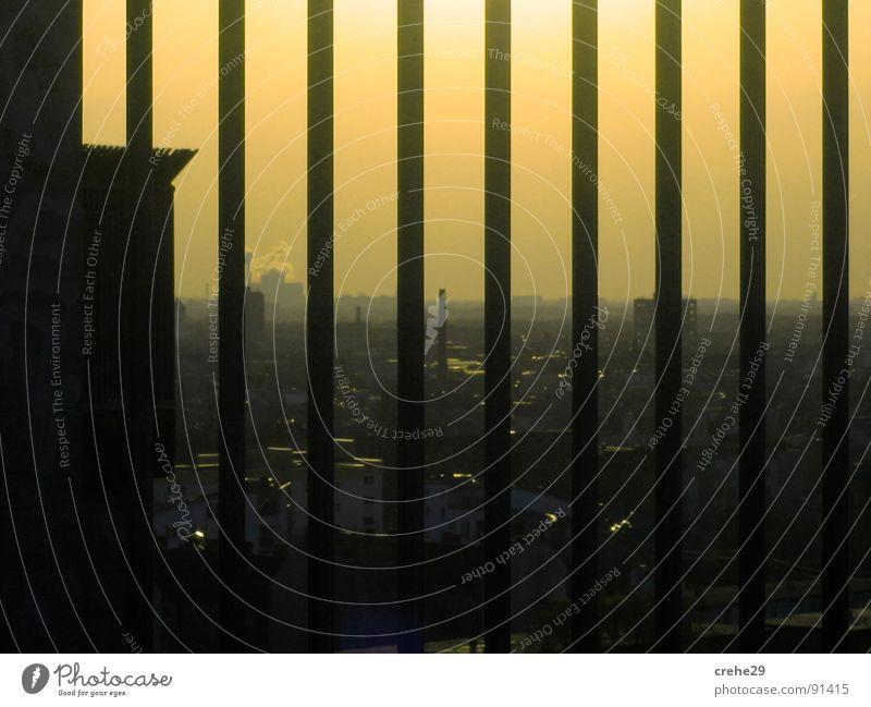 Berliner Nachtagenten Himmel Stadt gelb Deutschland Richtung Zaun gefangen Hauptstadt Justizvollzugsanstalt Ausgang Gitter Regierung