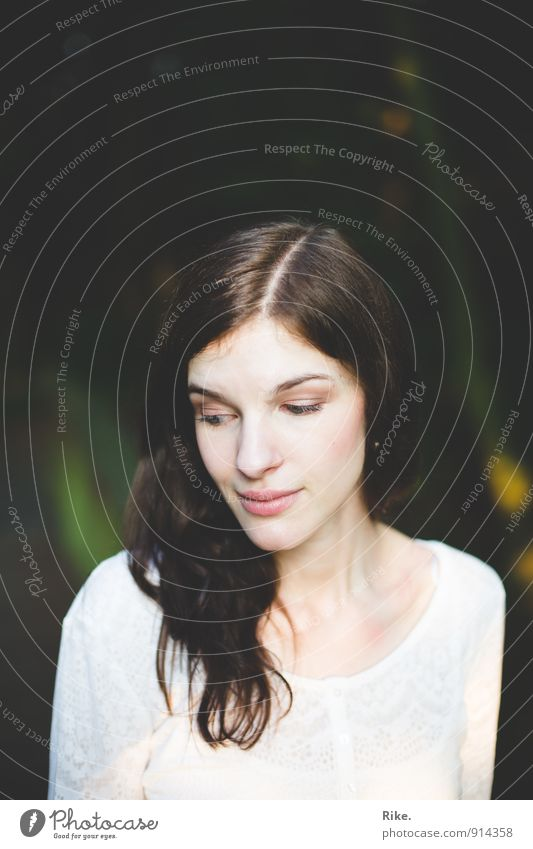 Sei du selbst. schön Haut Gesicht Kosmetik Schminke Mensch feminin Junge Frau Jugendliche Erwachsene 1 13-18 Jahre Kind 18-30 Jahre brünett langhaarig Denken