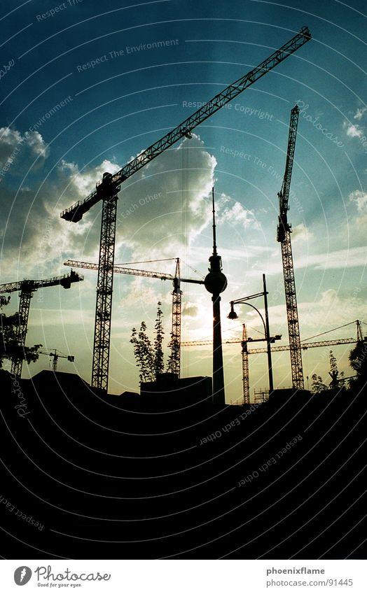 gottisteinbaumeister Stadt Kran Baustelle Alexanderplatz Industrie Berlin alex Schatten sillouette cityscape Himmel blau Sonne Turm