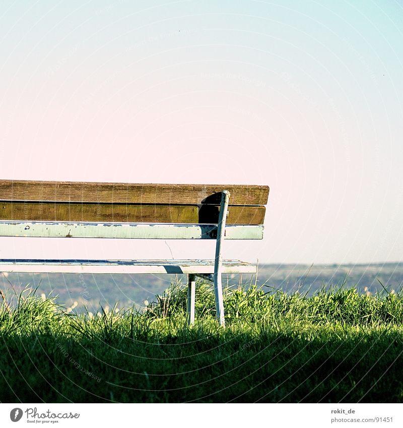 Bankgeheimnis ruhig Einsamkeit Ferne Gras Holz Horizont Pause Aussicht Schweiz verfallen Dienstleistungsgewerbe Langeweile Banküberfall Holzbank