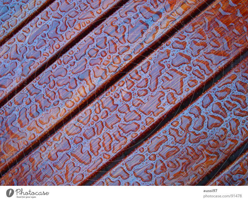 und danach kam die Sonne... Holz Tisch Regen Muster Wasser Wassertropfen gleich Gleichmäßigkeit