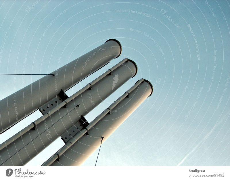 Schlot und gut II Himmel Natur Sonne Wolken Freiheit Architektur Luft Metall Klima Energiewirtschaft Seil Perspektive Industrie Technik & Technologie Fabrik diagonal