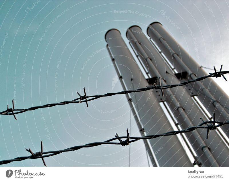 Schlot und gut III Himmel Natur Wolken Freiheit Luft Metall Seil Energiewirtschaft Klima Perspektive Sicherheit Industrie Technik & Technologie Fabrik Grenze