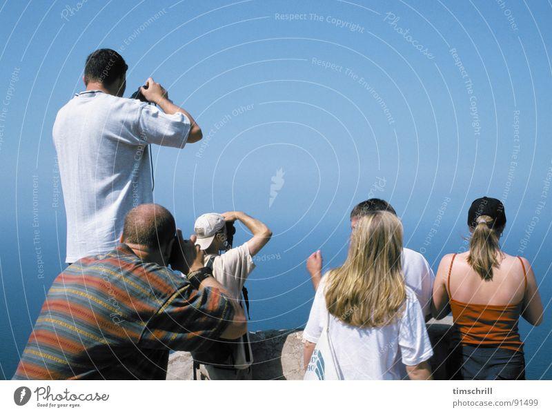 Wer macht das beste Bild? blau Ferien & Urlaub & Reisen Meer Sommer Menschengruppe Rücken Schönes Wetter Spanien Langeweile Sportveranstaltung Tourist Erinnerung Mallorca Fotografieren Konkurrenz Blauer Himmel