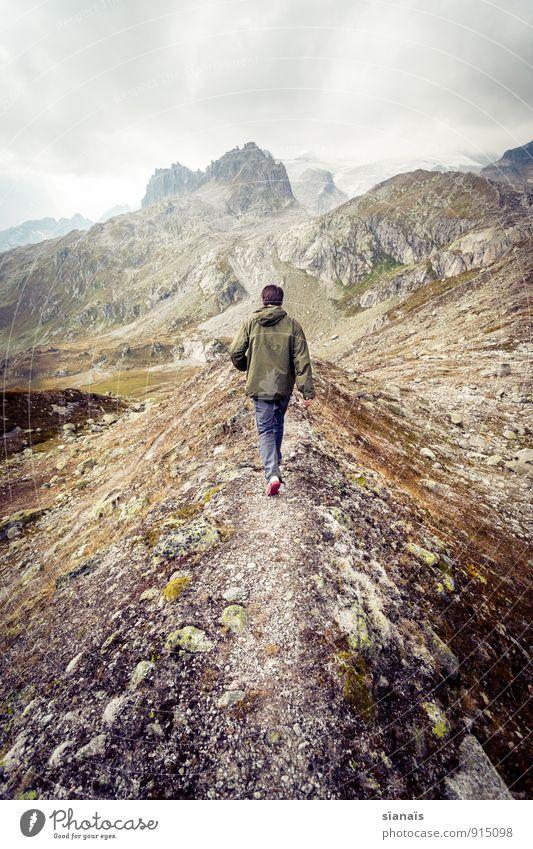 Spziergang nach Mordor Berge u. Gebirge gehen Schweiz Alpen Fußweg Pfadfinder wandern dramatisch Gewitterwolken Flucht Einsamkeit einzeln Gipfel Traurigkeit