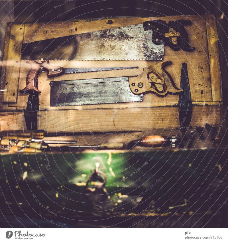 sägewerk Werkzeug Säge alt braun Werkstatt Fuchsschwanz antik Handgriff Metall Holz Schreinerei Tischler Handwerk Handarbeit Farbfoto Gedeckte Farben